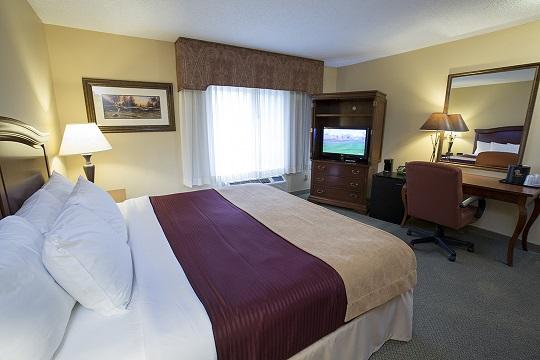 Standard King Room at Swan Lake Resort
