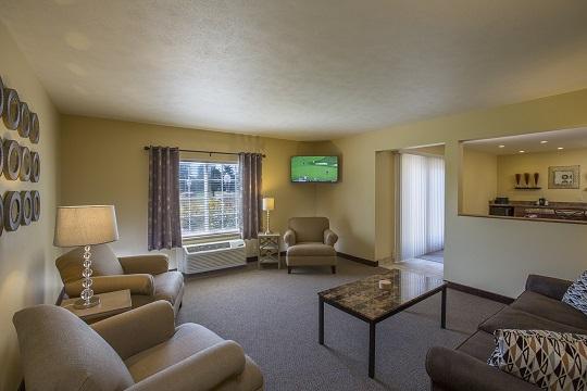 Owner's Deluxe Suite Family Room at Swan Lake Resort